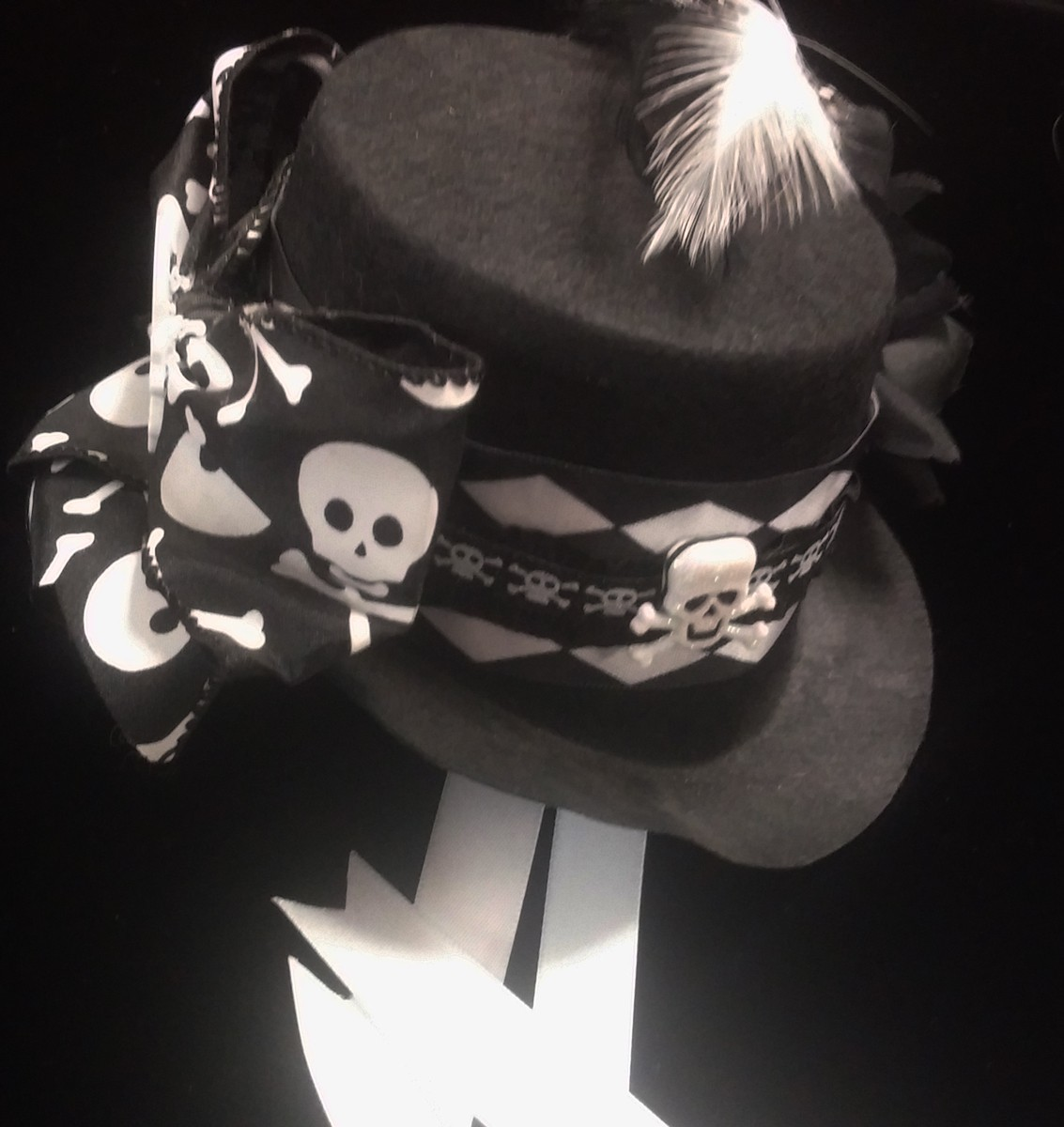 Mini Top Hat, Skulls
